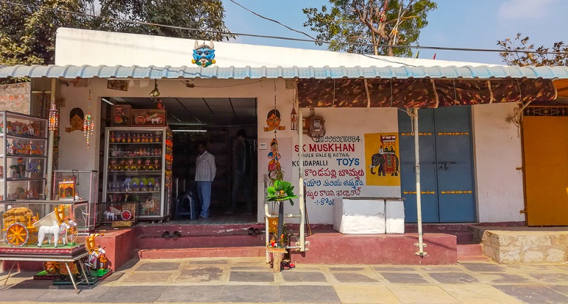 This is one of the early wooden toy shops that I spotted at Kondapalli Village