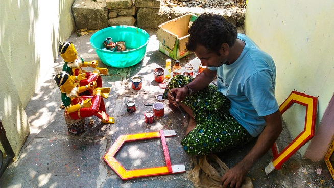 An artisan at Kondapalli village showing me how they make the wooden the toys