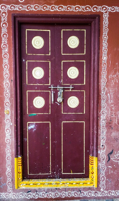 The artistically painted wooden door that I spotted in Kondapalli Village.