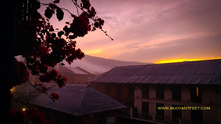 The surreal morning of the town of Bandipur in Nepal