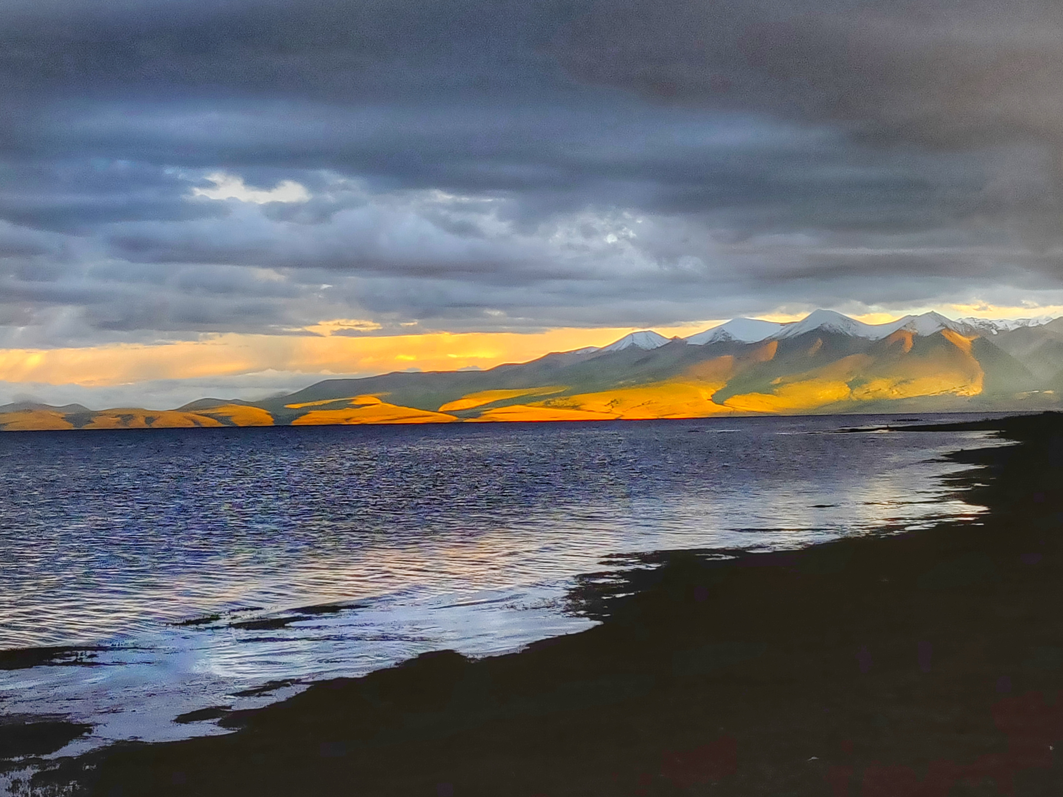 One of the rare evening when Mansarovar Lake got blessed with sunshine. For 5 mins though. It rained throughout my time here