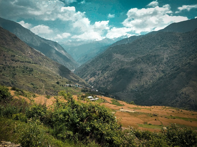 The prolific view towards Raithal Village