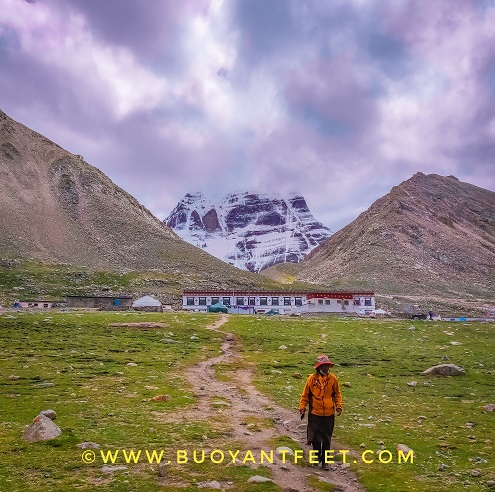 A fellow companion was stunned spotting an elephant eye while we were preparing for an evening aarti at the North face of Mount Kailash in Deraphuk. Elephant eye is a projection of Lord Ganesha, who was the son of Lord shiva and had a face of an elephant