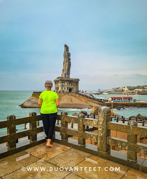 Overlooking Thiruvalluvar statue from Vivekanda Rock Memorial. Both of them are built at the shoreline of Kanyakumari Beach